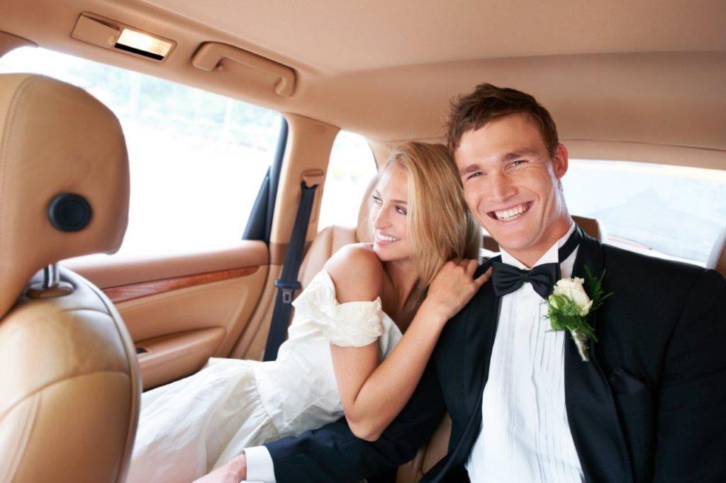 bride-and-groom-inside-limousine-houston
